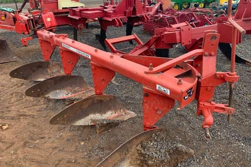 Chisel ploughs Massey Ferguson MarkII 4 skaar plough Ploughs