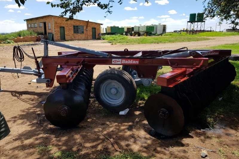 Disc harrows 24 Skottel Baldan Dis . R 130 000 00 Plus BTW. Hen Ploughs