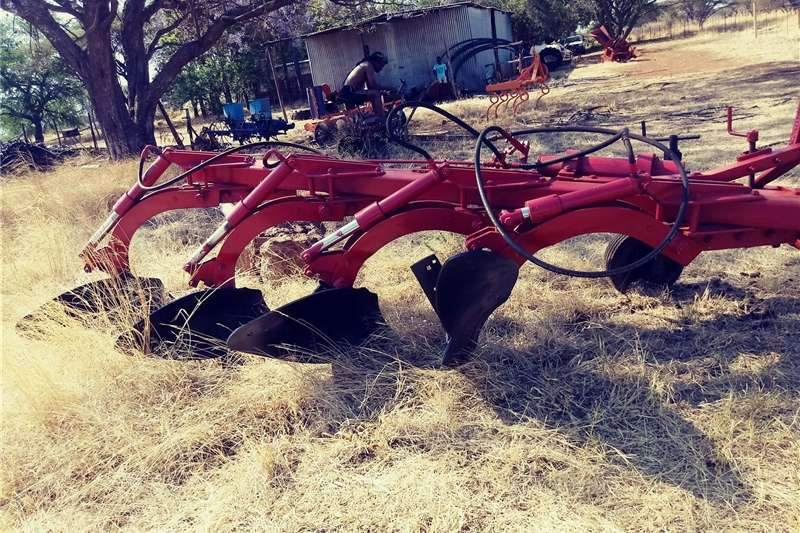 Mouldboard ploughs Hydraulic Fpur Mouldboard Plough Ploughs