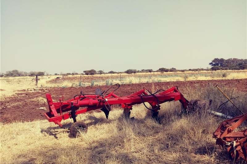 Ploughs Mouldboard Ploughs Hydraulic  Plough  4 Mouldplouh