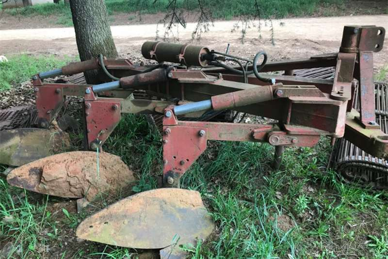 Other ploughs Agritec 3 furrow self tripping hydraulic plough Ploughs