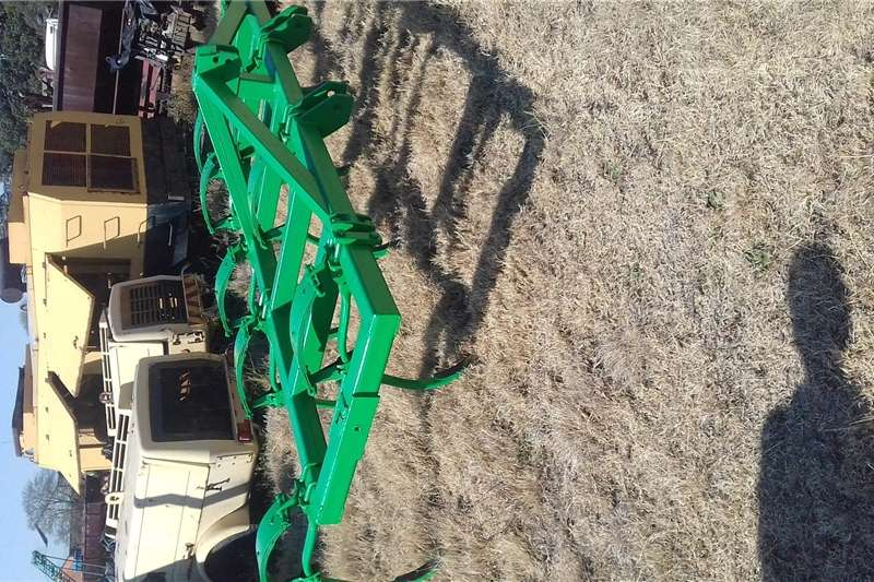 Other ploughs Ripper plough 9tand Ploughs