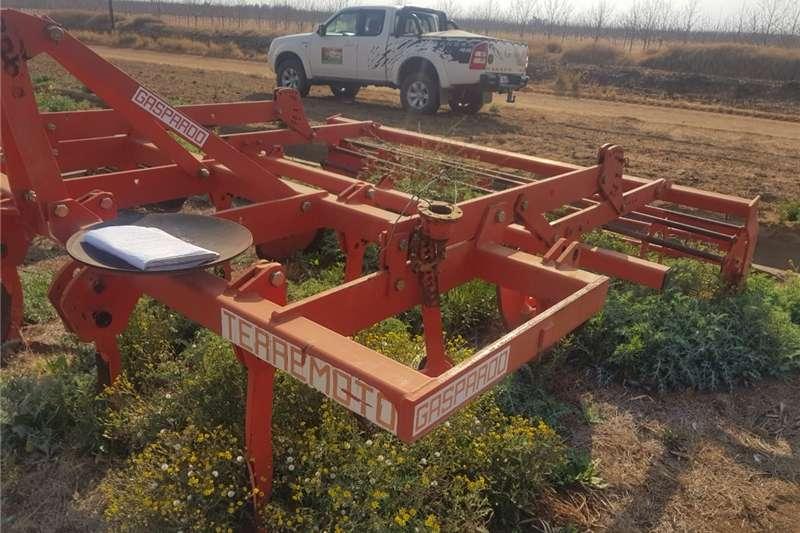 Subsoiling ploughs Ploeg Ploughs