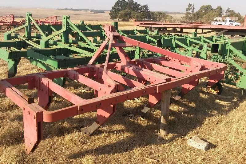 Rakes, Rippers, Rotovators Other SAFIM 9 TAND RIPPER 0