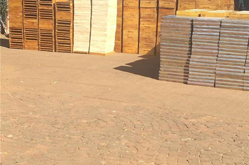 MANUFACTURER OF BEEHIVES   R850.00 Services