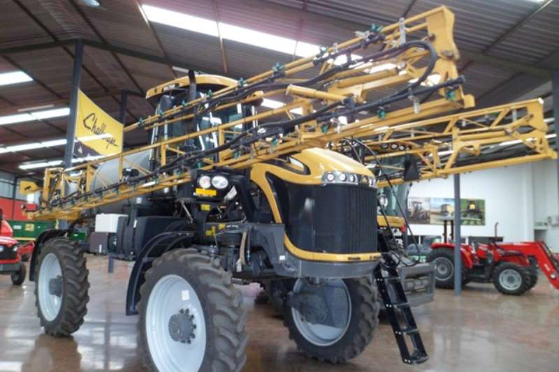 Sprayers and Spraying Equipment CAT Tractor Mounted Sprayers Caterpillar Challenger RG700 Crop Sprayer 2014