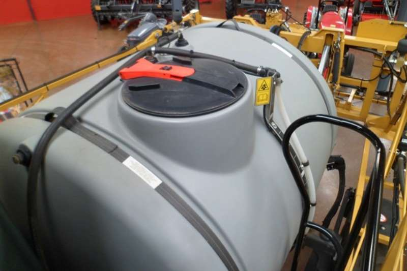 CAT Tractor mounted sprayers Caterpillar Challenger RG700 Crop Sprayer Sprayers and spraying equipment