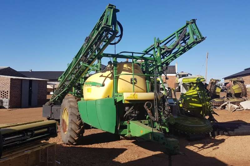 John Deere Boom sprayers John Deere 732 R Sprayers and spraying equipment