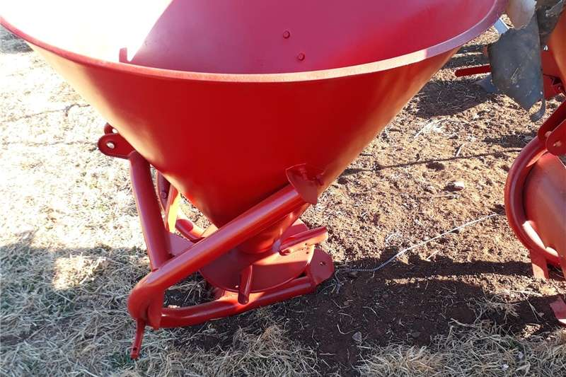 Spreaders Fertiliser Spreader fertiliser spreader