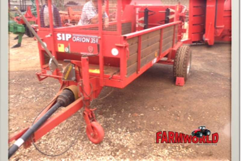 Spreaders Other Spreaders S2918 Red Staalmeester SIP 35R 3 Cube Manure Sprea