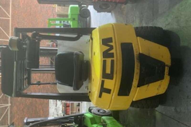 TCM MODEL FHD25 SERIAL NR 14B01271 Forklift
