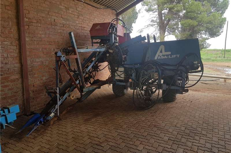 Concrete mixer 1 row Carrot harvestor Asalift Tools and equipment