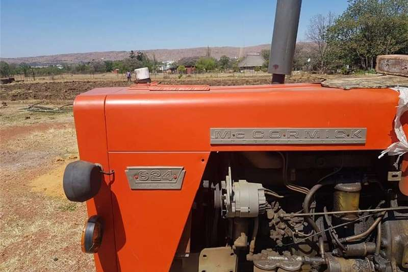 Antique tractors Mc cormick 624 international Tractor Tractors