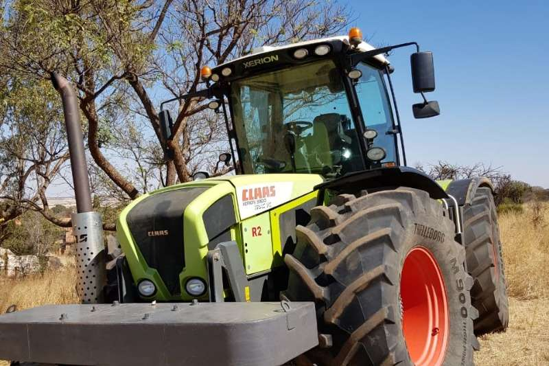 Claas Four wheel drive tractors CLAAS XERION 3800 4WD    253KW Tractors