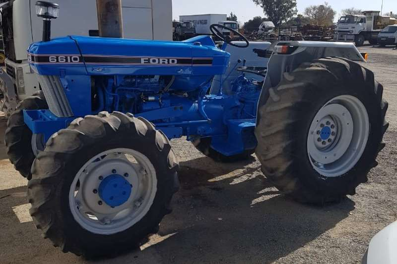 Ford Four wheel drive tractors Ford 6610 4x4 . Voor diff en penne sowel as tie ro Tractors