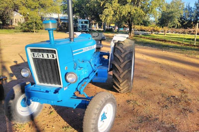 Ford Two wheel drive tractors Ford 5600 Tractors