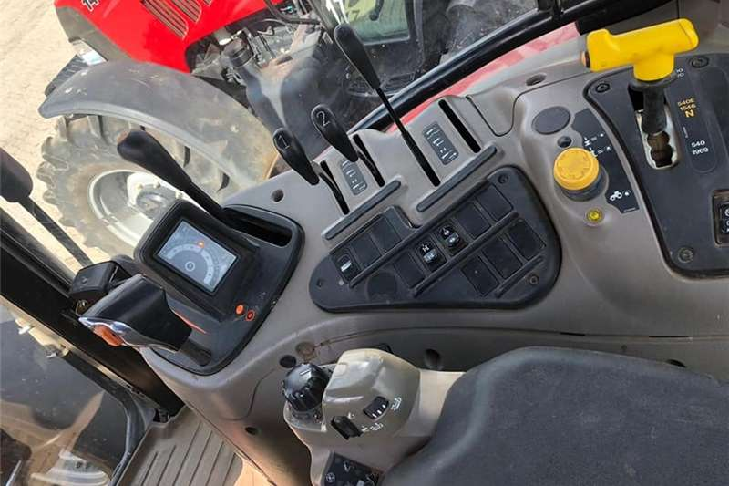 Four wheel drive tractors Case IH Maxxum 140 4wd Cab Tractors