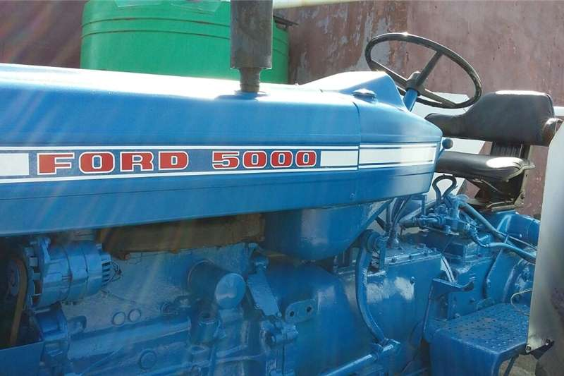 Tractors Four Wheel Drive Tractors Ford 5000 Tractor for Sale with Farming Implements
