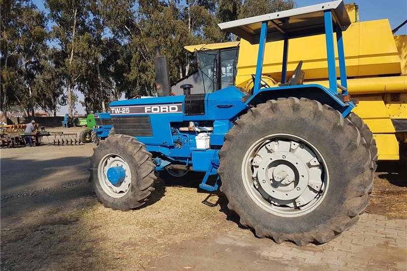 Tractors Four Wheel Drive Tractors Ford TW 25