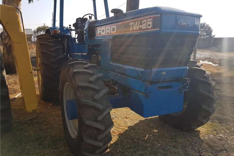 Four wheel drive tractors Ford TW 25 Tractors