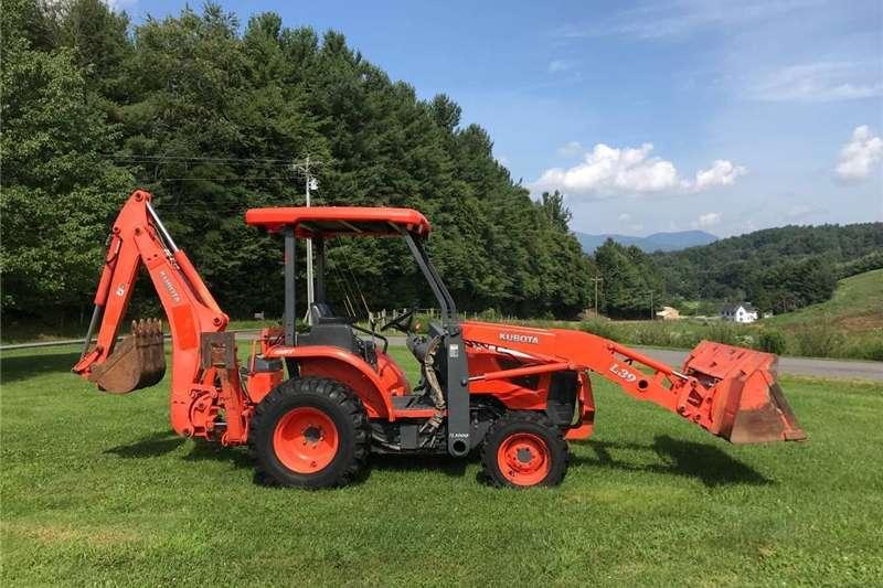 Four wheel drive tractors Kubota L39 Back Hoe 4WD Tractors