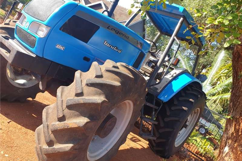 Four wheel drive tractors Landini 145 Legend 110 Kw so goed as nuut 4X4 Tractors