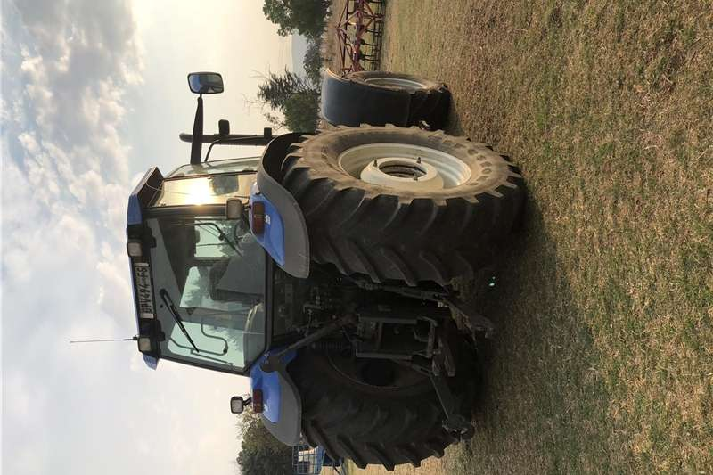 Four wheel drive tractors New Holland TM 165 Tractors