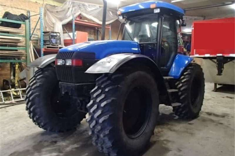 Four wheel drive tractors NEW HOLLAND TV145 Tractor Tractors