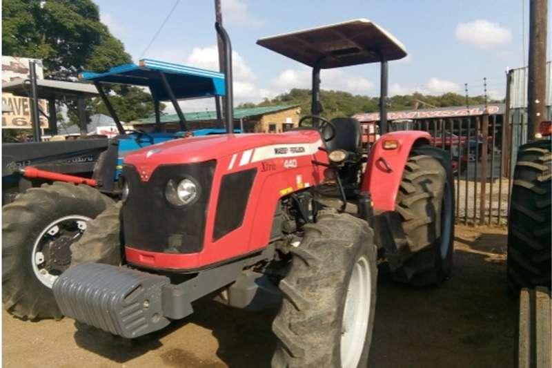 Four wheel drive tractors S2677Red Massey Ferguson (MF) 440 Xtra 61kW 4x4 Pr Tractors