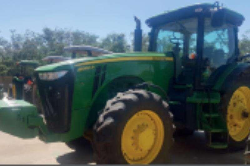 John Deere 8260 R Row crop tyres Tractors