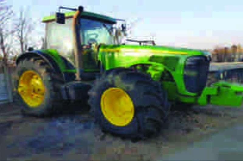 Tractors John Deere 8520 MFWD 2004