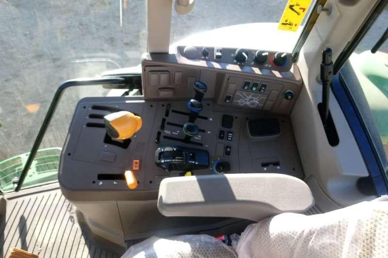 John Deere Four wheel drive tractors John Deere 6125 M Cab Tractors