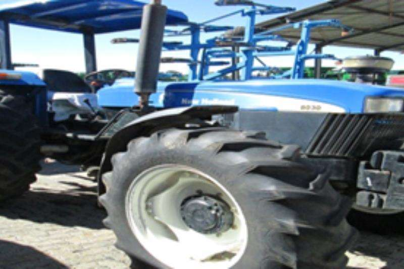 Tractors New Holland 8030 2011