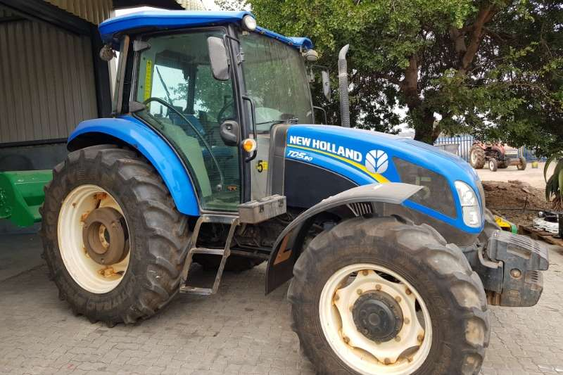 New Holland Four wheel drive tractors New Holland TD5.90 DT Cab Tractors