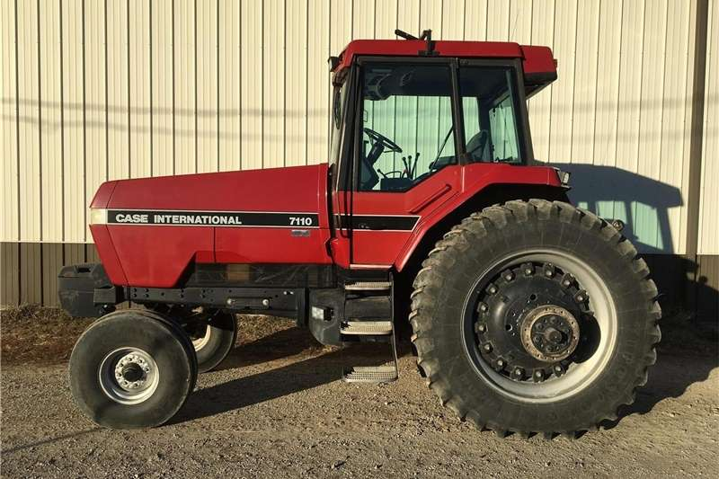 Two wheel drive tractors Case IH 7110 Tractor Tractors