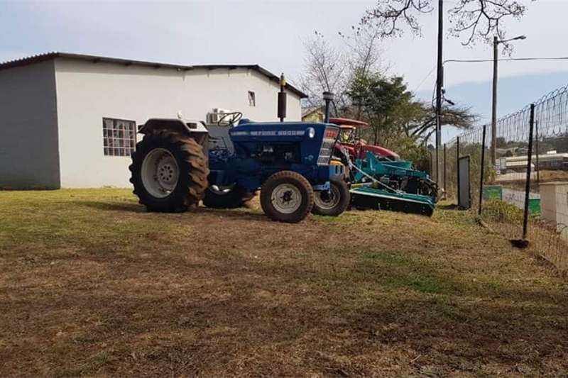 Two wheel drive tractors Ford 5000 Tractors