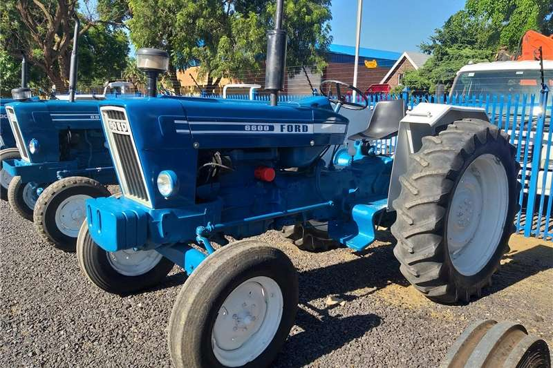 Two wheel drive tractors Ford 6600 Tractors