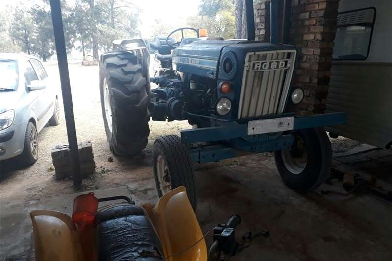 Tractors Two Wheel Drive Tractors Ford 6600 tractor 1994