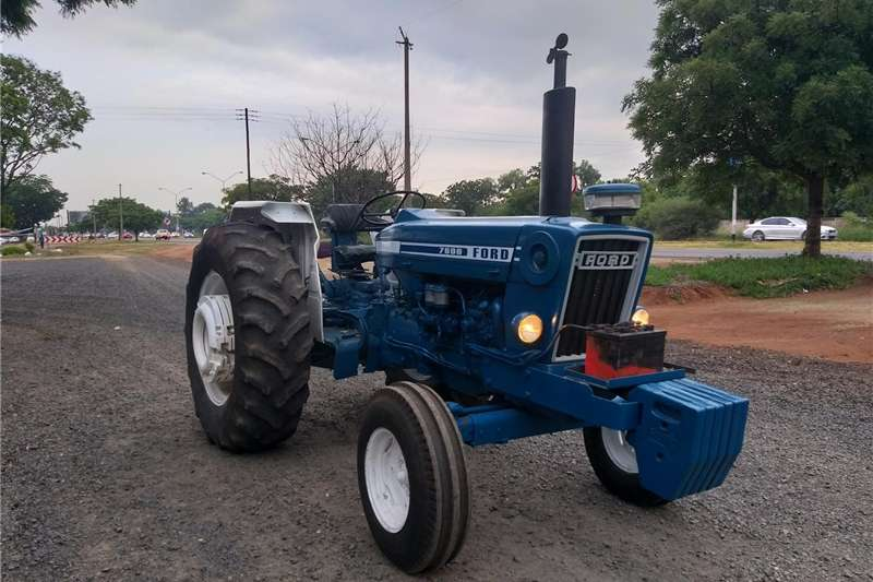 Two wheel drive tractors Ford 7600 2x4 Tractors