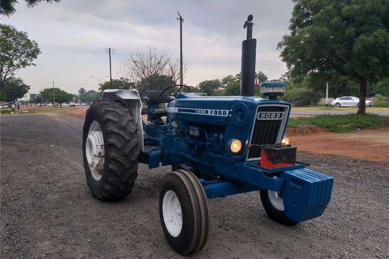Two wheel drive tractors Ford 7600 Tractors