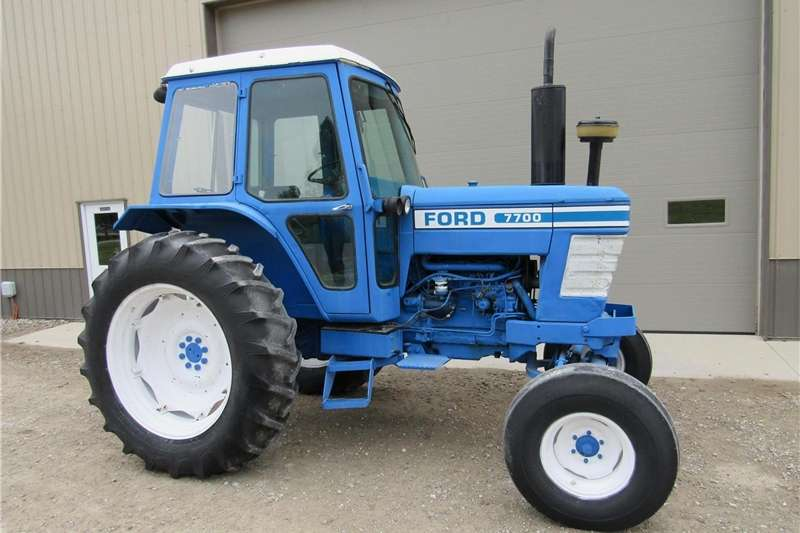 Two wheel drive tractors Ford 7700 Tractors