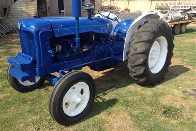 Two wheel drive tractors Fordson Major Tractors
