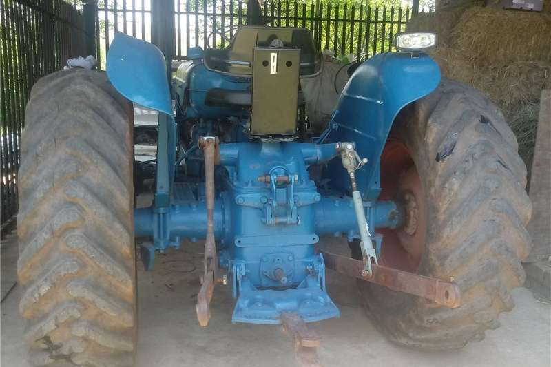 Two wheel drive tractors Fordson Super Major Tractors