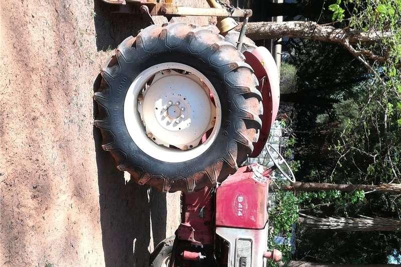 Two wheel drive tractors International B414 tractor Tractors