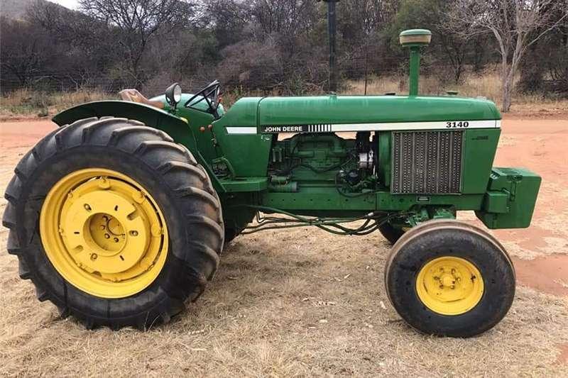 Two wheel drive tractors John Deere 3140 4x2 Tractors
