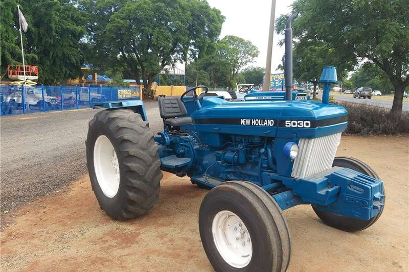Two wheel drive tractors Newholland  5030 Tractors