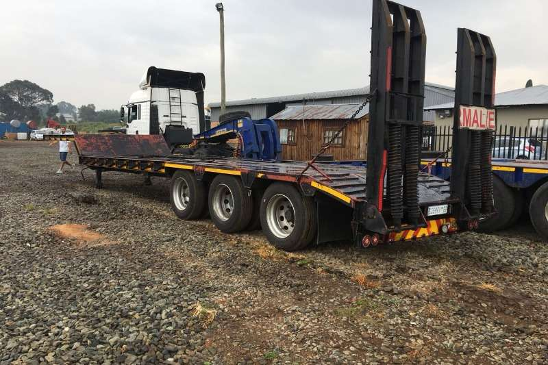 2011 Martin 3 AxelLowbed . Prys R 330 000 00 Plus Trucks