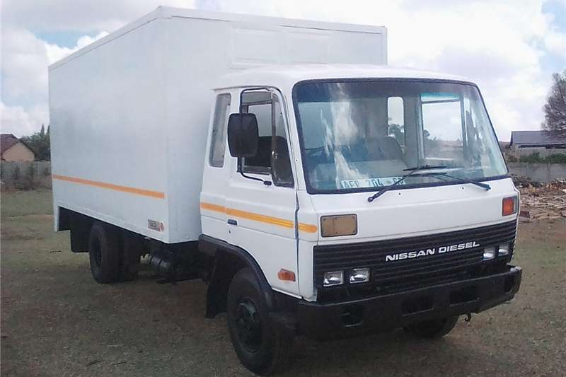 Double axle Nissan CM8 for sale Trucks