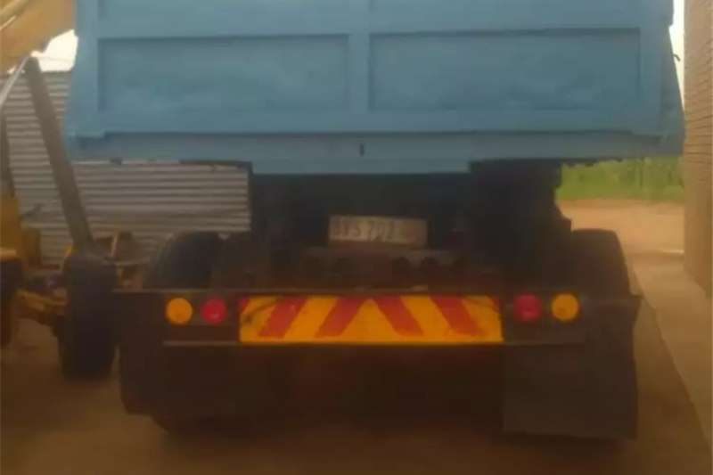 Double axle Tipper for sale Trucks