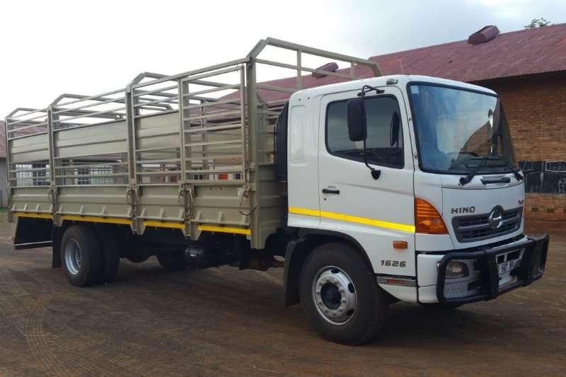 Hino 2016 Hino 500 1626 7.2 Meter LOADBIN MET tRALLIES Trucks